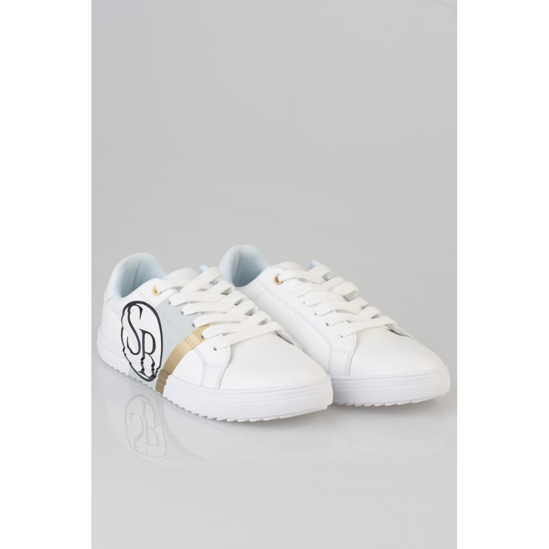 simply styling white sneakers 2